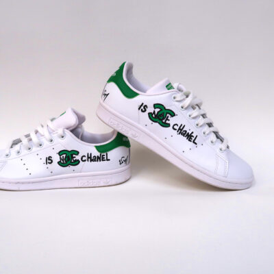 Stan smith customisées « IS NOT CHANEL »